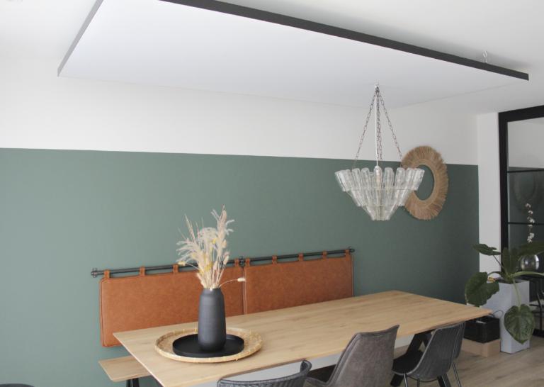 Akoestisch plafondpaneel in nieuwbouwkeuken